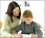 mom-tutoring-child
